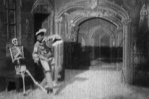 Záber z filmu Dom diabla.