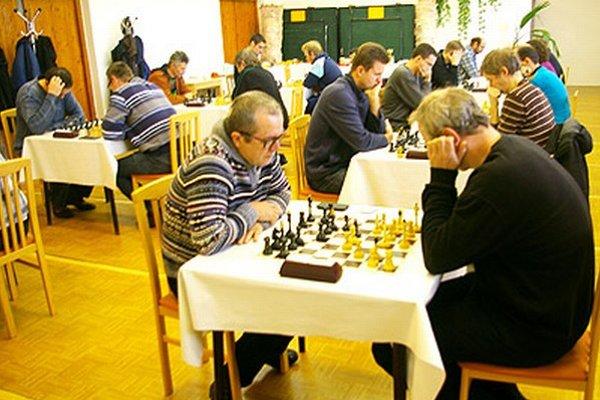 Na Novoročnom turnaji v Topoľčiankach hralo 22 šachistov.