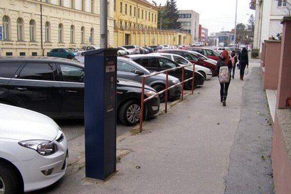 Na tomto úseku Cintorínskej ulice (od križovatky so Štúrovou po odbočku na Osvaldovu) sa zatiaľ platiť nebude, polícia nedala súhlas.