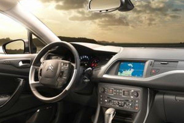 Pár drobností v štýle nových trendov značky a niekoľko kozmetických doplnkov vylepšujú Citroen C5 po štyroch rokoch výroby.
