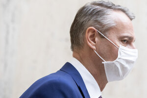 Richard Raši v radoch na antigénové testy nestál. Potvrdenie na modrom papieri by policajtom ukázať nemohol.