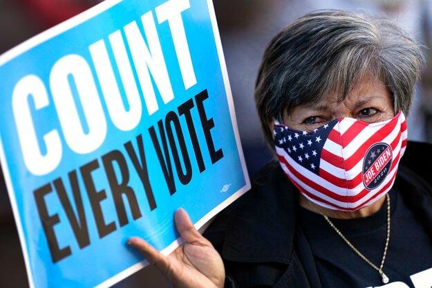 Hlasovacie lístky odovzdané cez drive-thru v Texase budú platné.