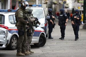Policajné jednotky na mieste činu v centre Viedne.