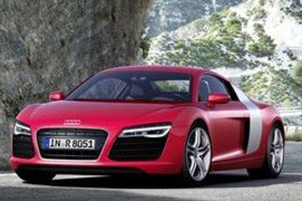 Audi je právom pyšné na kráľovský model R8. Ten má teraz jednu verziu navyše, novú prevodovku a viac LED diód v štýle Audi.