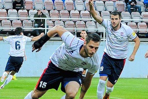 Miloš Nikolič (v popredí) strelil na jeseň jediný gól - práve do siete Trnavy. Vzadu je druhý Srb Dušan Djuričič.