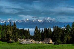 Pohľad na Kláštorisko v Slovenskom raji.