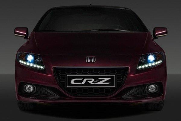 Len niekoľko fotografií odhalila Honda z vynoveného modelu CR-Z.