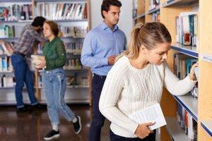Kto si potrebuje na vysokoškolské štúdium požičať, mal by mať po ruke rodiča či partnera ako spoludlžníka.