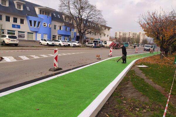 Prvá etapa cyklotrasy povedie od železničnej stanice, cez ulicu Ľ. Štúra, Letomostie až po Podzámsku ulicu.
