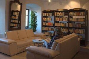 Knižnica v Snine.