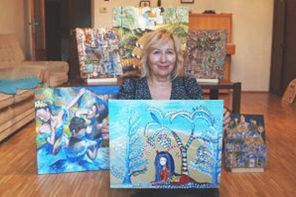 Gabriela Ballayová so svojimi prácami.