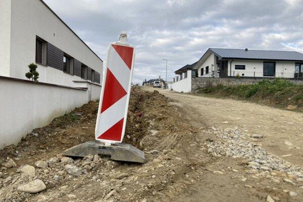 Budovanie vodovodu V Zubrohlave.
