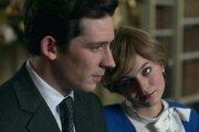 Josh O'Connor ako princ Charles a Emma Corrin ako princezná Diana v štvrtej sérii seriálu Koruna.