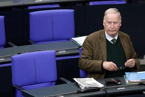 Alexander Gauland z Alternatívy pre Nemecko (AfD) počas zasadnutia nemeckého federálneho parlamentu Bundestag v Berlíne.