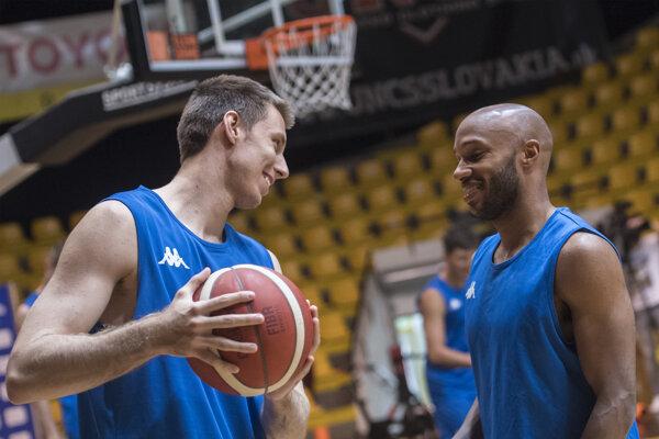 Vladimír Brodziansky a Andre Jones počas reprezentačného tréningu 16. júla 2020 v Bratislave.