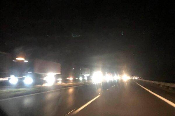 K nehode prišlo na R1 v smere od Žiaru nad Hronom na Zvolen, tvoria sa tam kolóny.