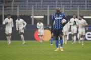 Sklamaný Romelo Lukaku v zápase Inter Miláno - Real Madrid.