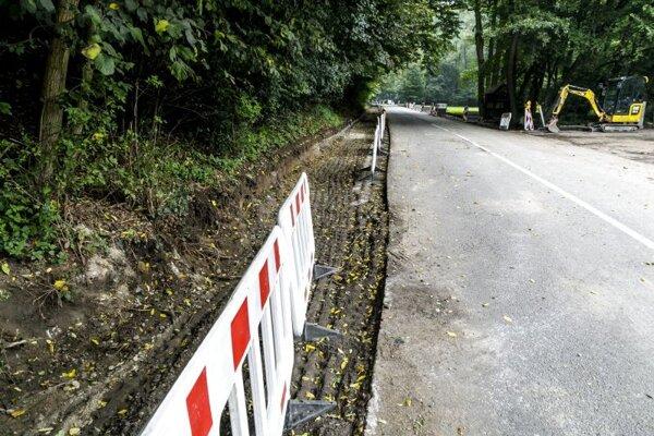 Rekonštrukcia cesty a chodníkov na Železnej studničke.