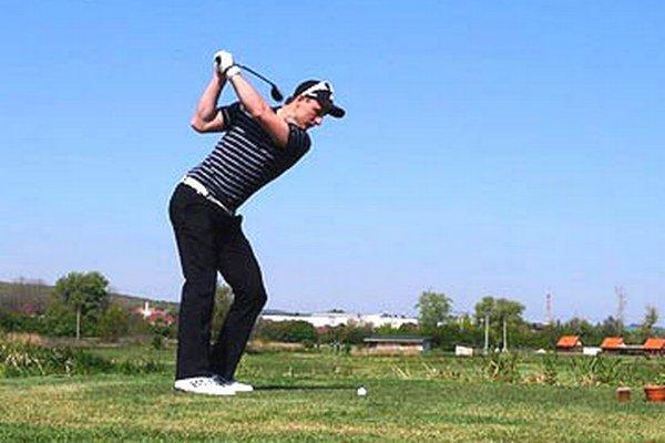 V Ivanke si môžete zahrať golf na 9-jamkovom ihrisku.