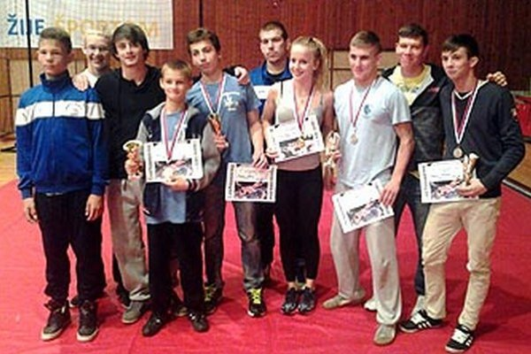Účastníci medzinárodného turnaja v Prievidzi - Š. Arpáš, S. Mikuš, M. Koniar, M. Vereš, V. Bojda, M. Novák, S. Zámočníková, I. Molnár, M. Chobot a M. Gatial.