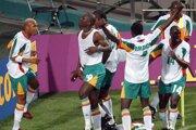 Obrovská radosť senegalských hráčov z gólu, ktorý strelil ich spoluhráč Papa Bouba Diop Francúzsku na MS 2002.
