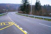 Opravou prešiel osemkilometrový úsek cesty medzi okresmi Stropkov a Medzilaborce.
