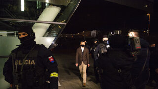 V sídle skupiny Penta zasahovali desiatky policajtov, Haščáka zadržali (video)