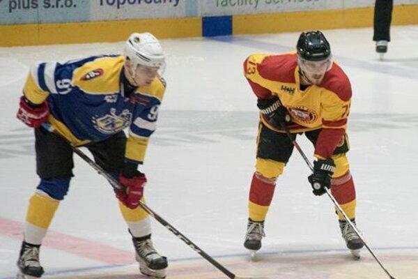 Róbert Varga (vpravo) posilnil pred reštartom Slovenskej hokejovej ligy Topoľčany.