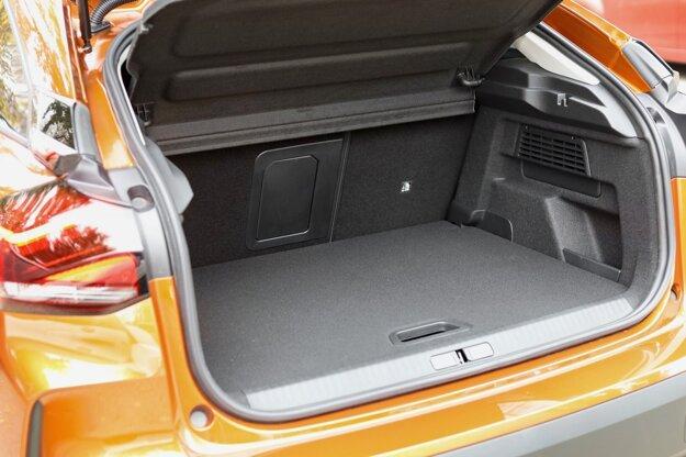 Kufor novej C4 má objem 380 litrov, rovnako, ako Golf.