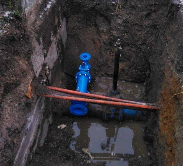 Stavebné práce, ktoré realizuje firma Aqua test na základe objednávky od AVS nemajú rozkopávkové povolenie.