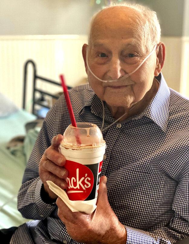 Vojnový veterán Major Wooten prekonal koronavírus a oslávil 104. narodeniny.