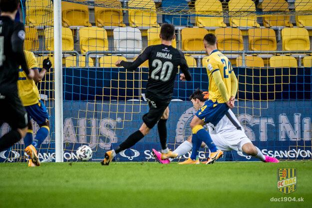 David Hrnčár dal Dunajskej Strede gól na 0:1 a na ďalšie dva prihral Kyziridisovi a Ďubekovi.