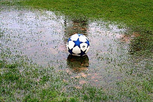 ŠTK ObFZ v Nitre zatiaľ zrušila iba zápasy naplánované na sobotu.