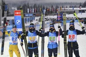 Biatlonisti Švédska sa tešia zo štafetového triumfu.