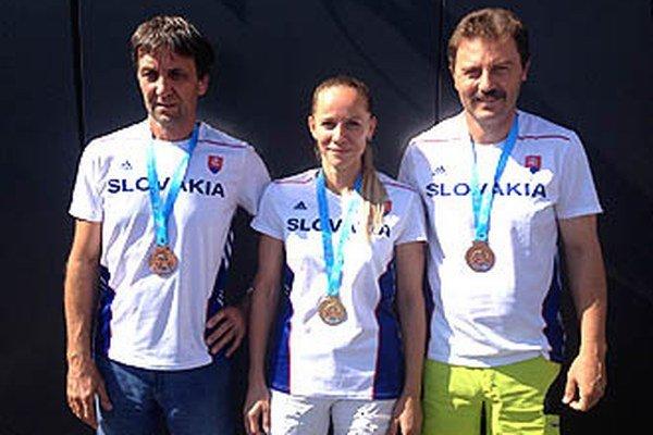 Zľava Miroslav Bajner, Zuzana Seková a Jozef Vašina, trio medailistov z AC Stavbár Nitra.