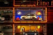 BMW iX3 v adventnom kalendári Mercedesu.