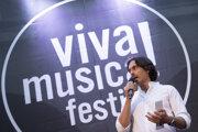 Riaditeľ festivalu Viva Musica! Matej Drlička počas úvodného večera 16. ročníka festivalu klasickej hudby Viva Musica! na nádvorí Starej radnice v Bratislave. Bratislava, 1. august 2020.