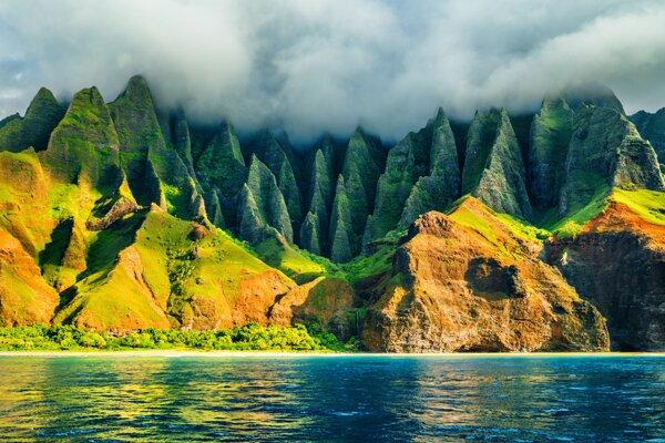 Vedec Peter Večer, ktorý žije v USA, je rád, že sa mu pred pandémiou podarilo vrátiť na Havaj. Na ilustračnom zábere je pobrežie havajského ostrova Kauai.