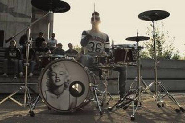 Fotka z natáčania prvého videoklipu na skladbu Verný tradícii.