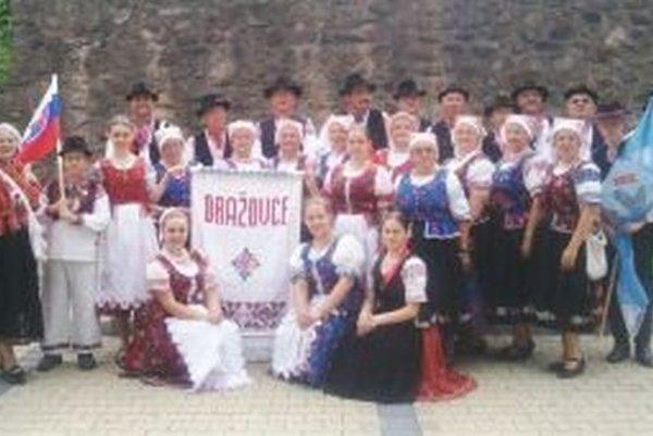 Na medzinárodnom folklórnom festivale v českých Klatovoch naše mesto a Slovensko reprezentovala folklórna skupina Tradícia z Nitry-Dražoviec.