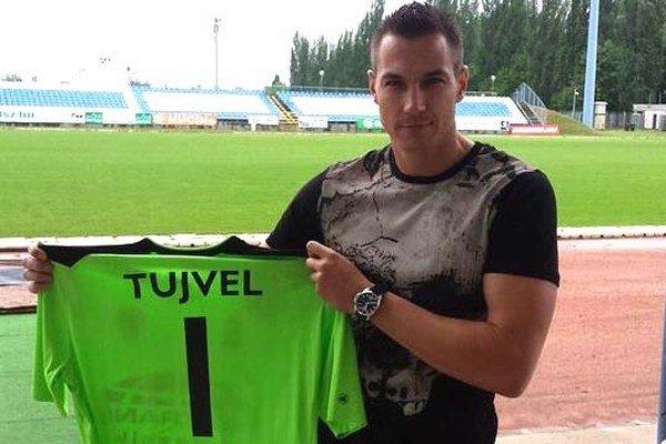 Tomáš Tujvel na štadióne Kecskemétu. V novom klube by mal byť brankárskou jednotkou.