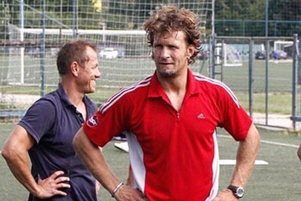 Juraj Štefanka (vpravo) hrával pred 15 rokmi za Nitru aj s Dušanom Milom. Hokejisti mali v tomto týždni ešte tréningy na suchu, v pondelok by mali vykorčuľovať na ľad.