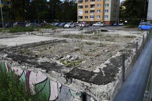 Po výbuchu bytovky na konci roka 2019 nasledoval v roku 2020 proces pomoci jej obyvateľom a búranie poškodeného paneláku. Zostali po ňom iba základy.