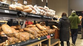 Štáty si robia zásoby potravín. O koľko zdražie chlieb či vajcia?