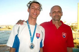 Spokojný majster sveta Ádám Bukor s trénerom Tiborom Jakodom.