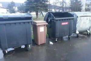 Kuchynský odpad patrí do hnedej nádoby.