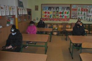 Na výsledky testovania sa čakalo vo vyhradenej miestnosti.