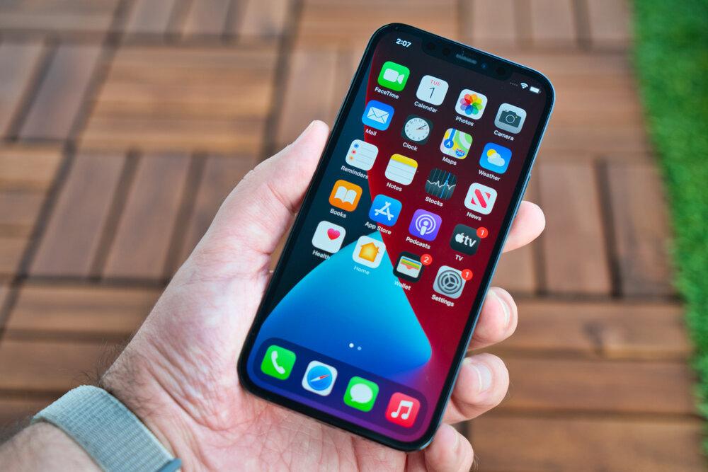 iPhone 12 Pro so 6,1-palcovým OELD displejom.