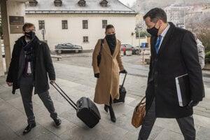 Právni zástupcovia televízie Markíza Tomáš Kamenec, Lucia Tandlichová a Daniel Lipšic.