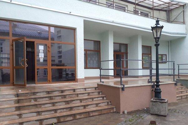 Kultúrny dom v Klenovci postupne rekonštruujú. Roky už slúži všetkým vekovým kategóriám klenovčanov.